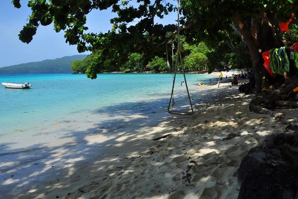 Yuk Bermain Ayunan di Pantai Gapang (Sumber Foto: wisataaceh.com)